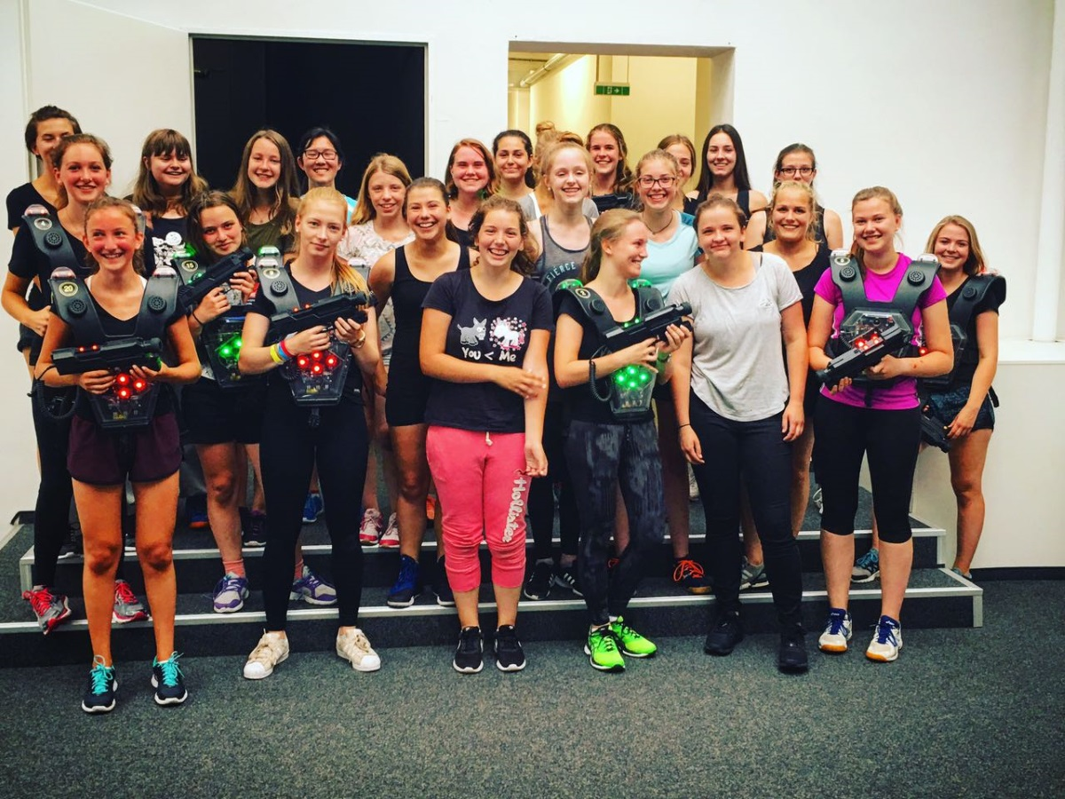 jugend damenmannschaft rhydter hockey club - teambuilding lasertag